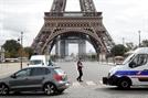 """에펠탑, """"폭탄 설치"""" 협박전화에 2시간 봉쇄"""