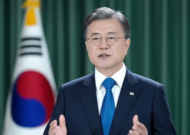 日 스가 총리, 시진핑 앞서 문대통령과 통화... '한국측 요청'