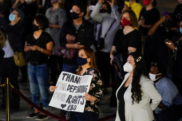 '진보의 아이콘' 별세에 美 대선 유권자 등록 급증…40여일 남은 대선에 영향 미칠까
