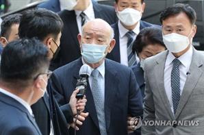 5·18 사자명예훼손 혐의 전두환 징역 1년6월 구형