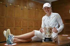 '밀레니얼 초신성' 시비옹테크, 폴란드 테니스 새 역사 썼다