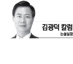 [김광덕 칼럼] '거꾸로 가는 정권'이 버티는 까닭은