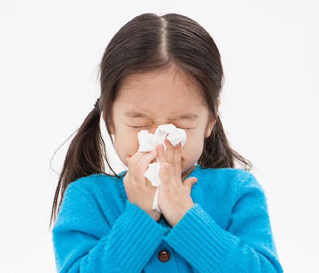 [환절기 건강관리] '영유아 감기' 방치 땐 중이염까지 앓을수도