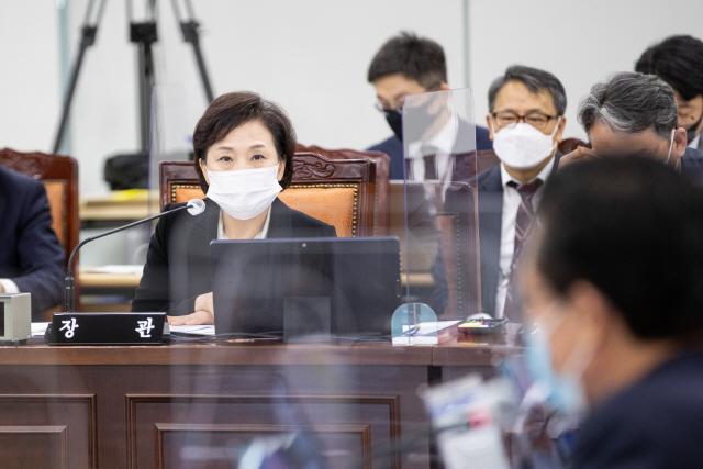 """""""핑계는 아니지만…"""" 김현미 장관이 꼽은 집값 상승 이유 셋"""
