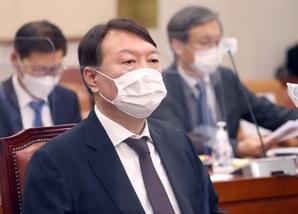 """윤석열 """"무슨 근거로 검찰향응 발표했나"""" 추미애 직격"""