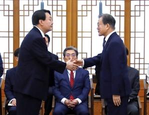 """尹 """"文, 총선 후 민주당 사퇴요구에도 흔들리지 마라 했다"""""""