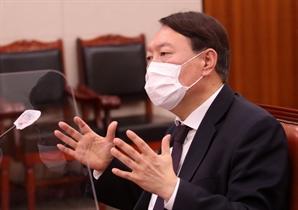 """윤석열 """"대통령이 임기 지키라고 해"""" vs 청와대 """"입장 낼 것 없다"""""""