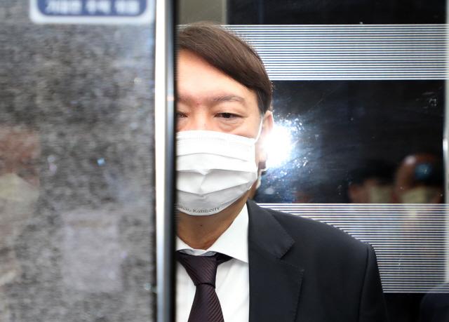 [국정농담] '사면초가' 윤석열, 내년 대권으로 '국민봉사' 나설까
