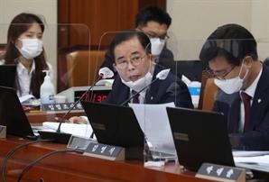 """""""나이 어린 XX가""""…반말·욕설에 의사봉까지 내동댕이 친 '막장 국감'"""