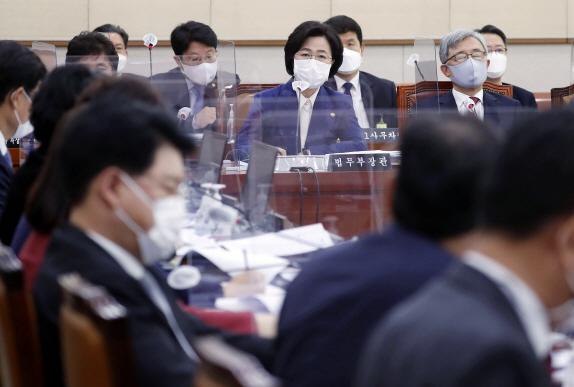 與·추미애, 윤석열에 합동 반격… '밤에 정치' '공부하고 나왔어야'