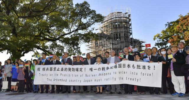세계 유일 피폭국 강조하더니…日 핵무기금지조약 서명 거부에 분노한 원폭 피해자