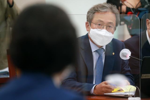 '윤서방파 두목'·'검찰총장 직 걸어라'…윤석열 '사퇴 압박' 나선 민주당(종합)
