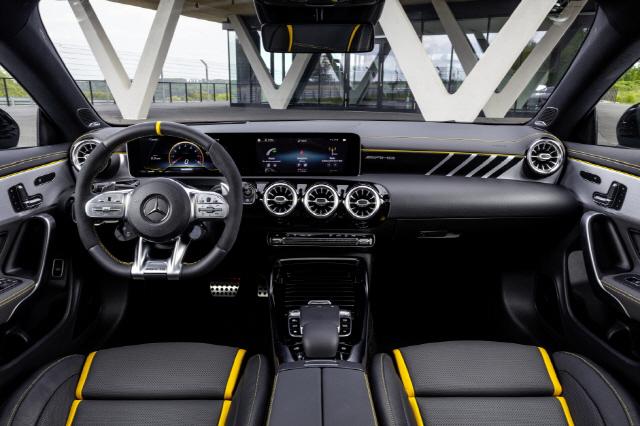 벤츠, '엔트리 고성능 모델' AMG CLA 45S 포매틱+ 쿠페 출시