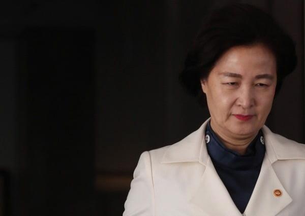 '추미애, 구라의 달인' 직격한 서민 '내가 잘 아는데…얼굴이 철로 된 분'