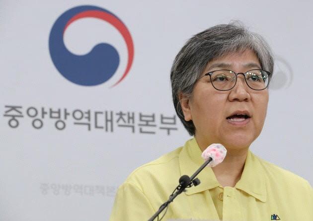 '믿고 접종해달라' 박능후, 독감백신 맞았다…정은경은 29일 접종