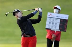 '이틀 연속 선두' 김유빈, 첫 우승 성큼