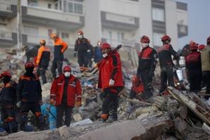 지진 활성판 위의 터키 이번에도 진도 7.0 강진에 '와르르'