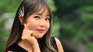 홍진영 논문 '결론에 출처 없는 인용 수두룩?' 소속사 해명에 더 커진 논란