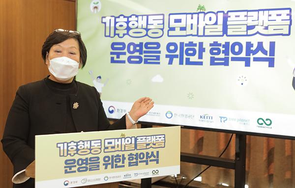 '기후행동 1.5℃' 앱을 출시한 한국기후·환경네트워크의 이은희 상임대표