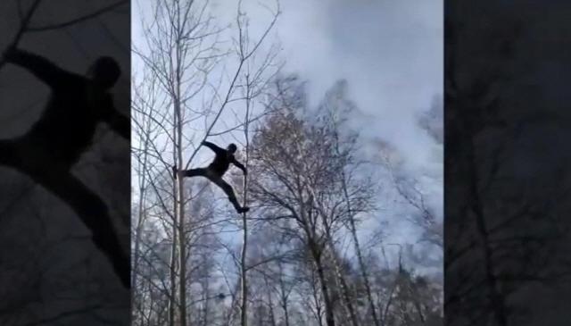 추위속 8m 나무 올라가 화상강의 듣는 러시아 대학생의 '극한청강'