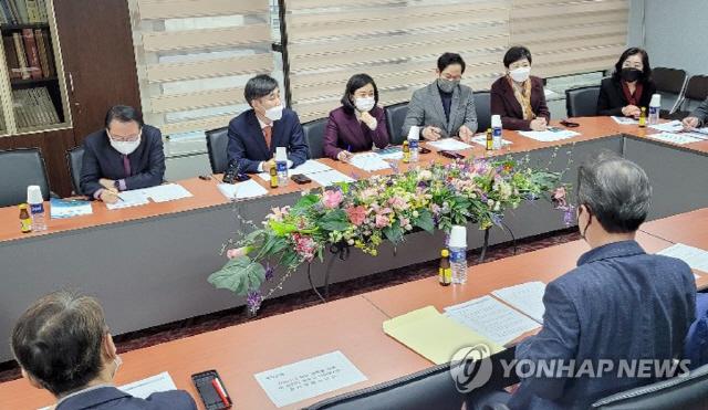 """""""민주당이 던진 미끼"""" 가덕도 신공항 놓고 부산 VS 대구경북으로 갈라진 국민의힘"""