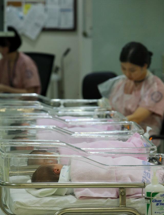 11개월 연속 인구 감소…결혼도 출산도 역대 최저
