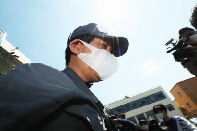 [단독]김봉현 '검사 접대' 자리 노래 제목까지 진술 나왔다...검찰수사 속도