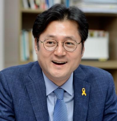 홍익표 '윤석열, 사퇴로 안 끝나…사법 판단 받아야'