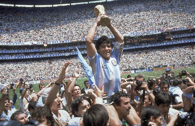 위대한 한 명이 바꾼 11명의 스포츠...마라도나는 '혁명'이었다