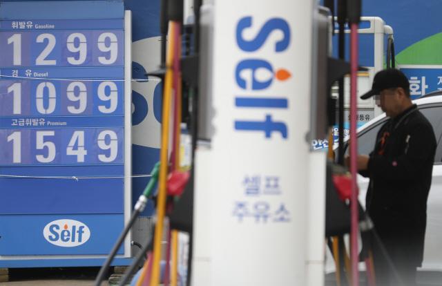 주유소 휘발유 가격 14주 만에 올랐다