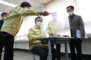 수도권 '2단계' 유지하되 사우나·아파트 헬스장 등 전면 금지