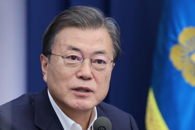6일만에 입 연 文 '진통 따르더라도 개혁'…윤석열 겨냥?
