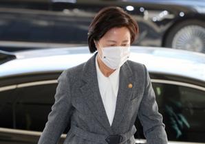 국무회의 직후 文 찾은 추미애…秋·尹 사퇴 논의했나