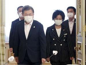 사면 초가 빠진 文…법원 결정에 정치적 부담 가중