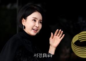 배우 '김경숙' 입니다