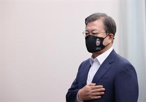 """문 대통령, '尹 징계위 공정성' 언급에 진중권 """"정당한 절차처럼 속이는 것"""""""