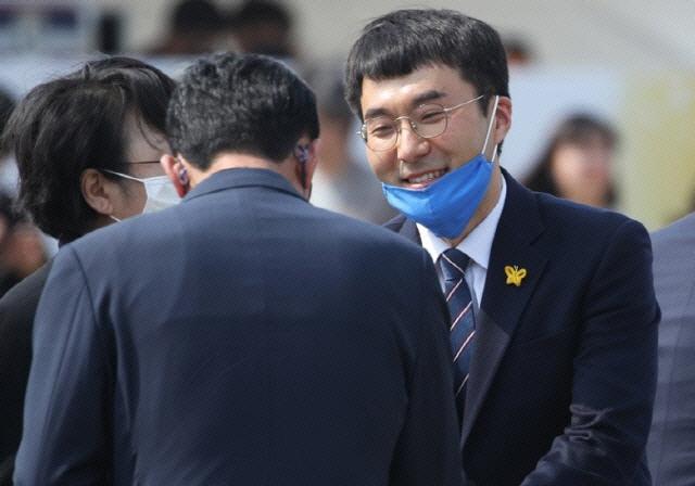 '노무현 자서전' 꺼낸 김남국 '힘들지만 갈 수밖에…검찰개혁, 다음은 없어'