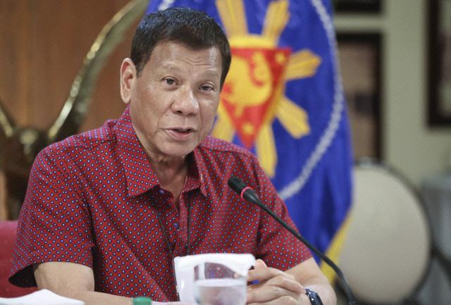 '마약과 전쟁' 필리핀 두테르테 '인권 신경안써…경찰, 먼저 쏴라'