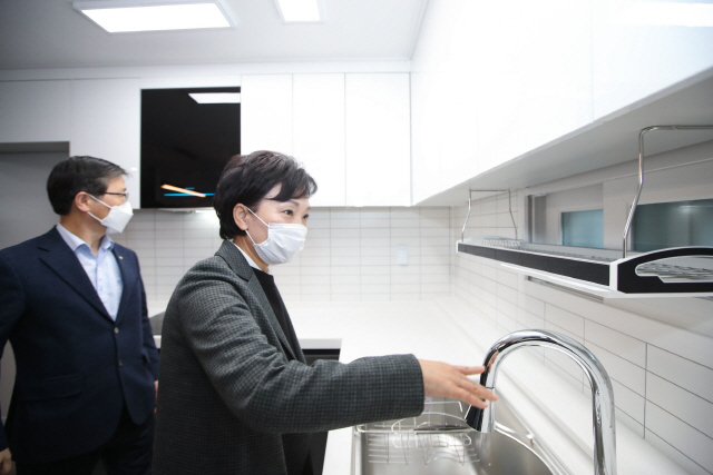[전문] 진인 조은산 '김현미 벌써 그리워…단언컨데 집값은 더 오를 것'