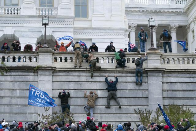 [종합]미국 민주주의가 공격당했다…시위대 의회 난입 초유의 사태