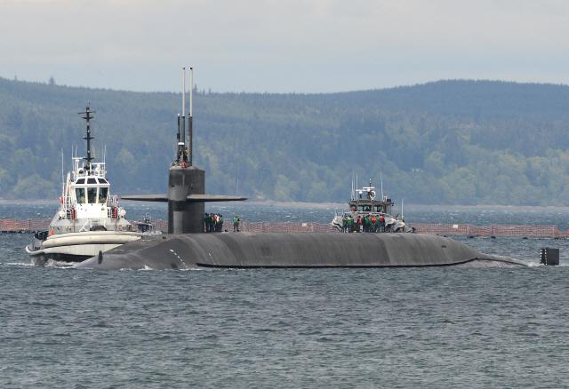 """한국도 핵잠수함 도입 목소리···국방부 """"결정된 바 없어"""""""