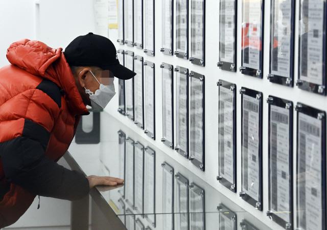 취업자 22만명 급감…'고용성적표' IMF 이후 최악