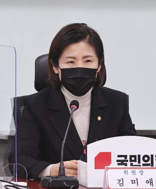 김미애 원, 양부모의 관점에서만 생각한다… 입양 정책, 아이가 먼저 다 '