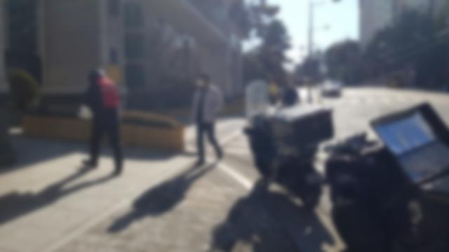 택배차량 아파트 출입 놓고 엇갈린 입장…입주민 '안전이 우선' VS 택배기사 '배달 어려움 커'