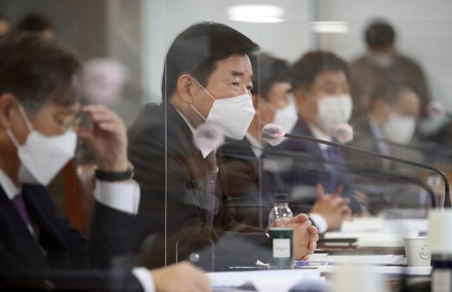 與, 금융지주 회장들 앉혀놓고 '고통경감 역할 해달라' 압박(종합)