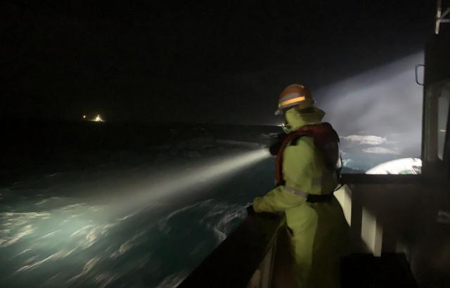 (종합)거제 해상서 부산 선적 127대양호 침몰 7명 구조, 3명 실종…강풍·높은 파도 수색 난항
