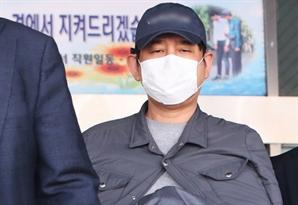 [단독]'김봉현 접대' 변호사, 사임계 내고도 라임 검사와 통화