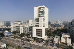 [건축과 도시]  백색으로 빚은 테라피스…일터에 자연을 담다
