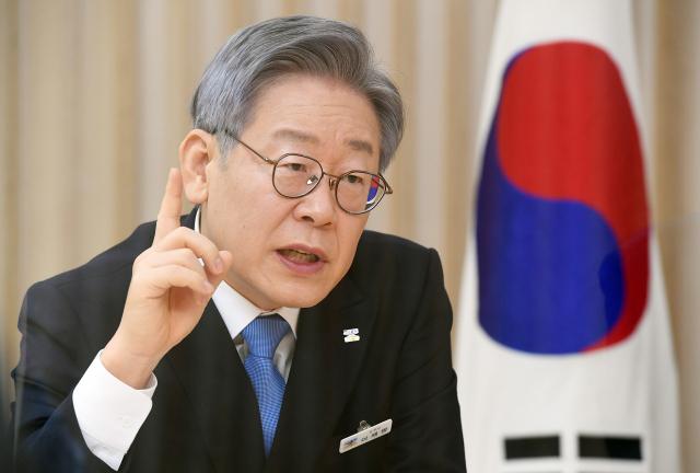 이재명, 윤석열과 대선 양자 가상 대결서 우위…李 45.9% vs 尹 30.6%