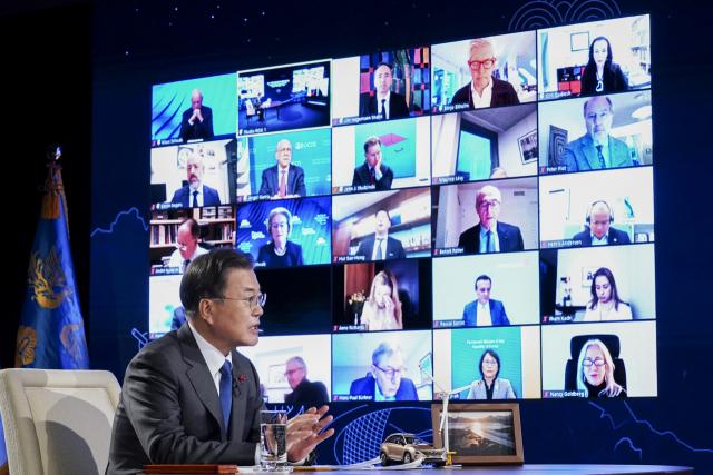 文대통령 '코로나 전쟁 강력 무기는 국제사회 연대와 협력'